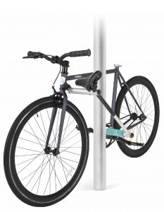Le vélo Yerka attaché à un point fixe