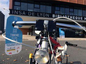 bicyclette avec flyer contre le vol de vélo