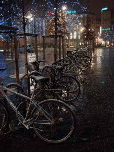 stationner-son-velo-a-Strasbourg-neige-hiver