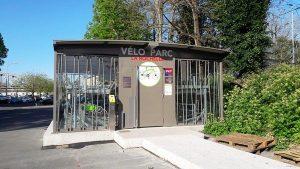 Un vélo-parc, un garage à vélo sécurisé en gare pour garer son vélo