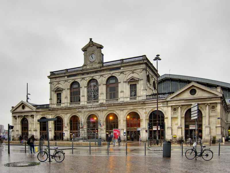 Des arceaux et un abri vélo sont disponibles Gare de Lille Flandres